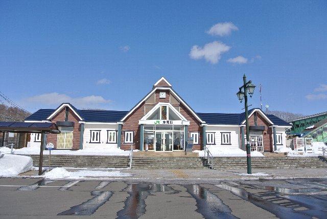 毎日通ってた頃は、こんな綺麗な駅舎ぢゃなかった。