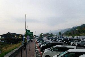 渋滞を避けた人々が未明から集結していたようです。