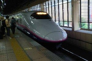 何だけ、先月にも同じ時間帯の新幹線使って移動した記憶が...。