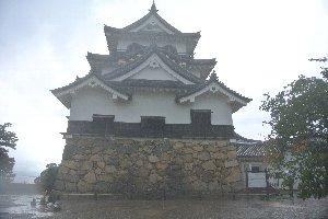 国宝に指定されている彦根城天守閣、1622年、大津城の天守閣を移設する形で建てられた。