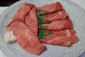 焼肉や鍋の肉は、投入前の肉を撮影した方が綺麗に撮れる(笑)。
