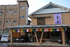 京阪線の石山寺駅近くにあります。