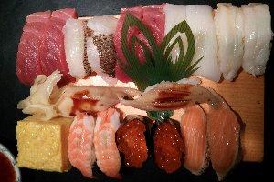 立ち食い寿司で飲み続けるってのも、なかなかよかですよ。