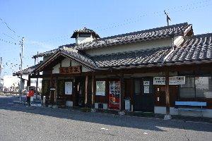 超が付くほどのローカル私鉄ですが、各駅に味のある駅舎を残している。