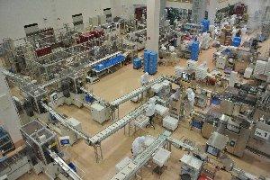 「俺らは仕事しているのに、こいつら高みの見物しやがって...」、工場従事者の気持ちを代弁。