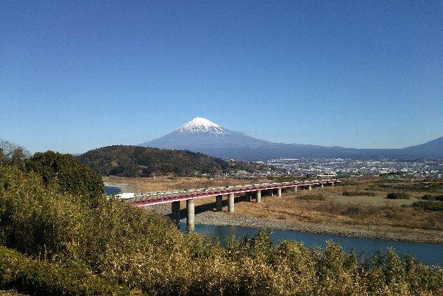 この季節の東名高速を走るとき、富士川S.A.から見える富士山は一つの楽しみですね。