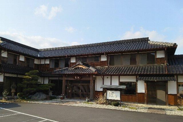 福知山線の黒井駅から至近の場所にあります。