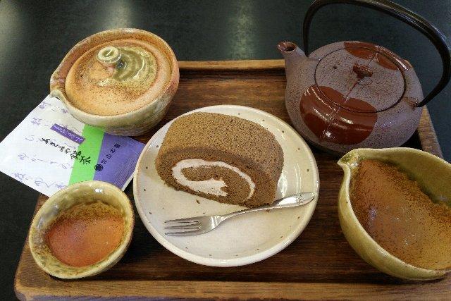 ほうじ茶のロールケーキと上煎茶のセット