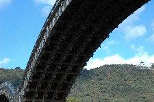 うち的にはここから見る橋が一番好きです。