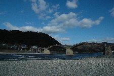台風で流出した橋げたが早く復旧することを祈るばかり。