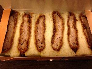 これを食べながら新幹線で移動した同僚が少々羨ましい。