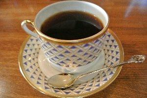 好きなカップを選んで珈琲を淹れてもらうことも可能。
