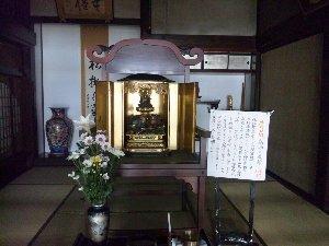 文殊菩薩のみを本尊とするお寺は大変珍しいのだと、住職が語っておりました。