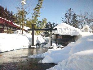多くのスキーヤーで賑わう上越国際スキー場の脇にひっそりと佇むお寺です。
