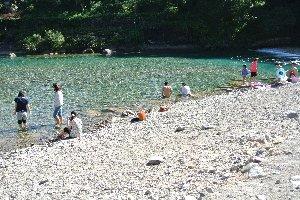 最近、うちが訪ねた水遊び場では一、二を争うお薦めスポットです。