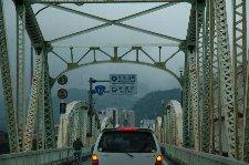 熊野川を渡るこの橋、新宮市の渋滞ポイントです。