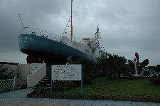 実際に使われていた捕鯨船が展示されてます。