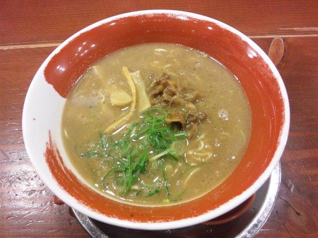 豚骨ベースのこってりした濃厚スープ、麺の太さを選べるのが嬉しかった。
