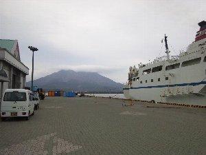 各離島に向かうフェリーに乗ると、徐々に桜島が小さくなっていく様子を楽しめるのでしょうね。