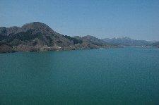 一服するには良いが、無味乾燥なダム湖の風景であることも変わりない。