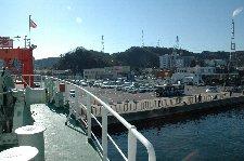 浜金谷と比べると、やはり久里浜は街ですね。
