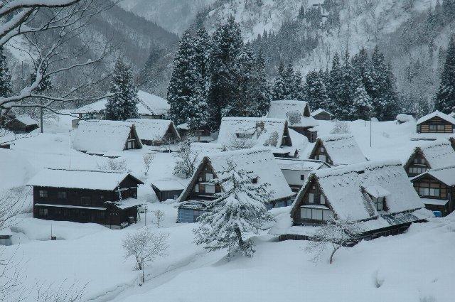 展望台に上がるまでの10分間、新雪を踏み分けてのラッセルは厳しかったが、楽しくもあった。
