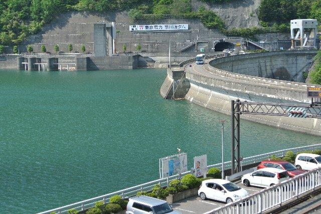 他の事例は交通量が少ないケースが多いが、飛騨と信州を結ぶ大動脈にして上高地を抱える観光道路ってのが特徴的。