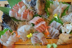 日本海側で刺身を注文すると、赤身や甲殻類の比率が下がるのが嬉しい。