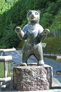 この辺り、本当に熊が出るらしい。付近で撮影されたアナグマの写真が残っていました。