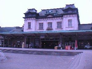 まだ駅前が大々的に開発される前の画像ですね。