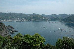 ここから野間岬まで美しい海岸風景が続きます。