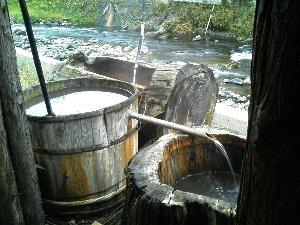 それぞれの湯船は深さが異なるため、湯温も大きく異なります。