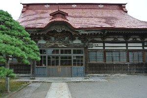 政庁が置かれたとは思えぬほど小さな寺である。如何に厳しい環境下に追いやられたかが伺える。