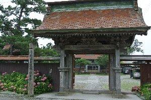 円通寺よりも更に小さく、寺と言うよりは集会場に近いような建屋である。