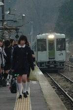 上下方面の列車がすれ違うため、すごいことになってます。