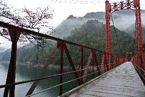 人気の無い場所にある吊橋、少々怖い(笑)。