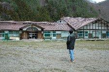 この小学校はR397沿いにある大股小学校、現在は閉校しています。