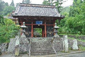 奈良の長谷寺に似ていると言えば確かに...。