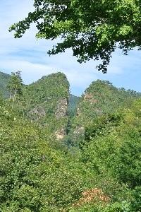 慶長6(1601)年、佐渡金山発見の端緒となった大鉱脈の露頭掘跡。