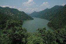 湖全体を見渡せる場所は意外に少ない。