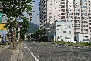 苗場プリンスホテル以外では目立った施設はなく、ひなびた山間の交差点といった感じ。