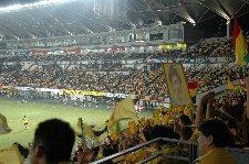 黄色く染まるスタジアム、なかなか圧巻ですよ。