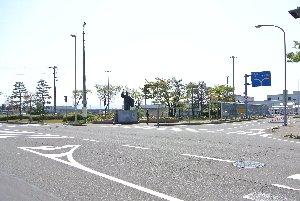 右側にあるのが小松空港ターミナル。