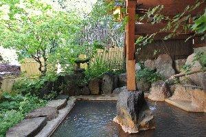 内風呂と異なり、湯温がむっちゃ熱くて大変だった。源泉掛け流しは有難いのだが...。