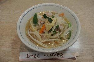 長崎ちゃんぽんと比較すると、魚介類の主張が少なく、野菜の甘みがたっぷりと出たスープが特徴的だった。