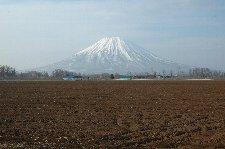 蝦夷富士と呼ばれる山の形は非常に美しい。