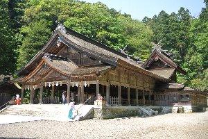 身近にありながら、荘厳で、由緒格式のある神社の雰囲気がお気に入り。