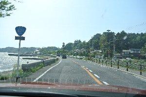 晴れてくれれば湖岸道路は快走道路。