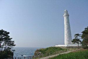 明治の灯台創世期に、島根県では美保関と並んで真っ先に作られた灯台。