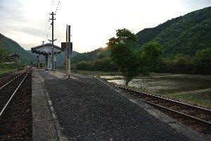 駅と言っても超がつくほどのローカル線の小駅、列車はほとんどやって来ません。